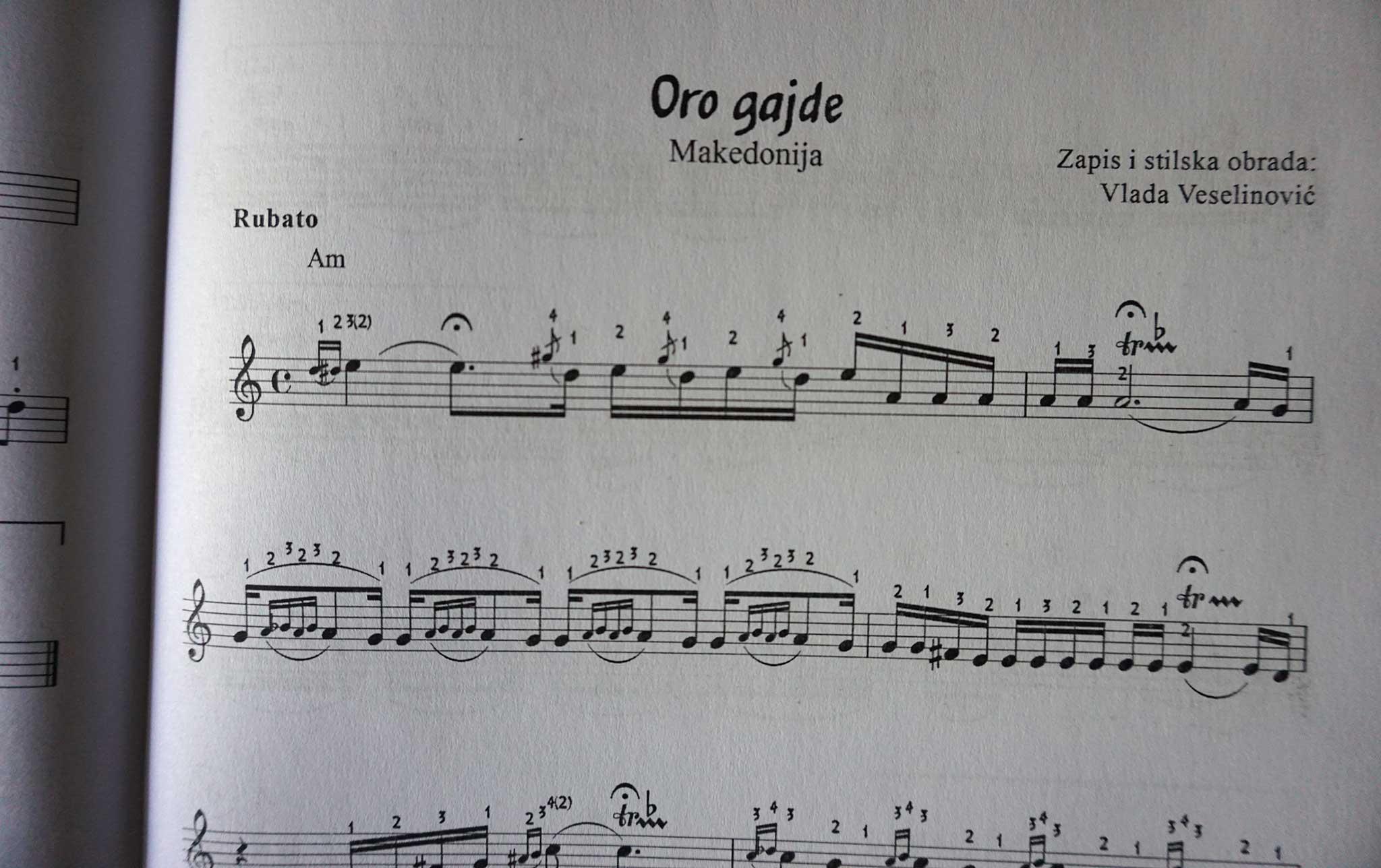 """Knjiga """"Skola narodne muzike za harmoniku"""" - primer notnog zapisa"""