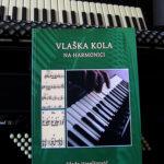 """Knjiga """"VLAŠKA KOLA na harmonici"""""""